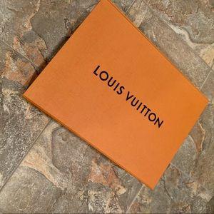 EUC Louis Vuitton LARGE Gift Box, Ribbon
